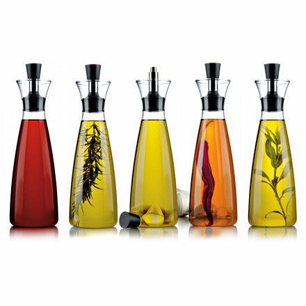 Drip-free carafe for vinegar and oil by Eva Solo