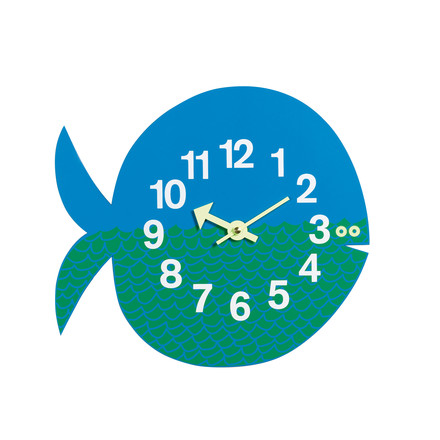Single image of the wall clock Fernando the Fish by Vitra which runs by battery. Designed in 1965 by Georg Nelson, the Zoo Timers wall clocks consist of metal and wood, possess a high quality quartz-clockwork and are delivered including a 1.5 V battery.