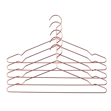 Single image of the Hang hangers set of 5 in copper by the Danish brand Hay. The Hang hangers are simple steel hangers, that due to their dimensions of 42 x 0.4 x 20 cm (L x D x H) are ideally suitable to hang suits, jackets, trousers or shirts.