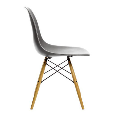 Vitra - Eames Plastic Side Chair DSW, yellowish maple / basalt, single image