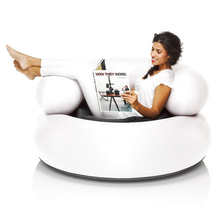 Fatboy - Inflatable Ch-air, white - with woman