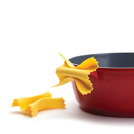 Silicone pot holders in pasta shape