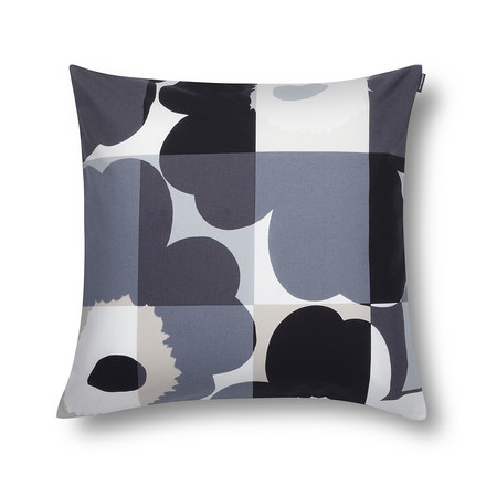 The Ruuto Unikko cushion cover by Marimekko in black / grey and with a size of 50 x 50 cm.