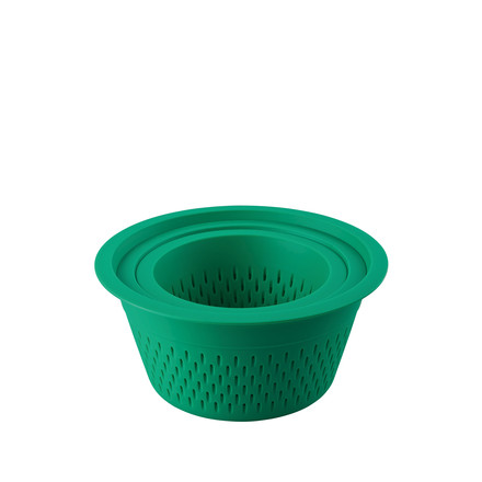 The plastic colander in green by Thomas in the set of 3