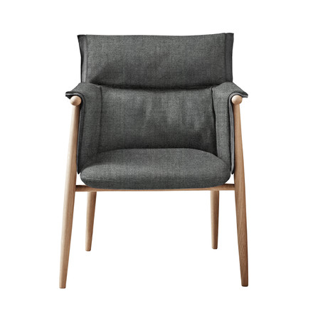 Embrace Chair by Carl Hansen made of oak oiled / Hallingdal Col. 0126