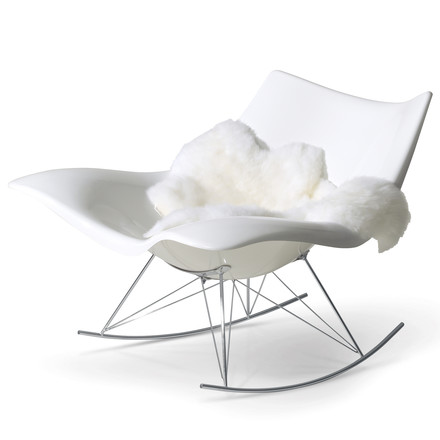 Stingray Rocking Chair by Fredericia in White/Chrome with Sheepskin