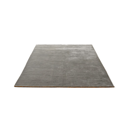 The &Tradition - The Moor Rug AP5 with a size of 170 x 240cm in Grey Moss