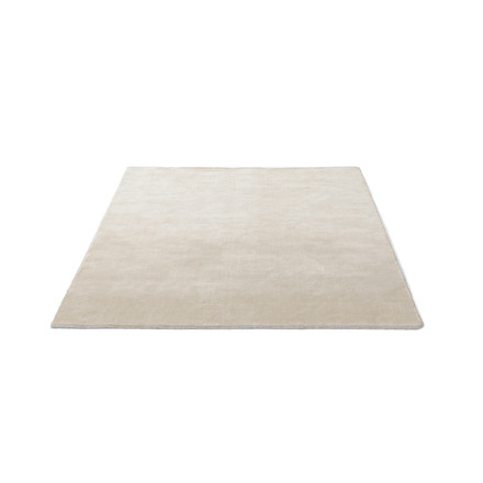The &tradition - The Moor Rug AP5 with a size of 170 x 240cm in Beige Dew