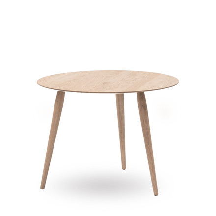 Play Round Wood Side Table Ø 75 cm by bruunmunch in oak soaped