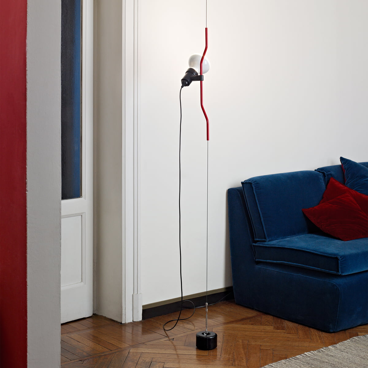 parentesi floor lamp by flos in the shop. Black Bedroom Furniture Sets. Home Design Ideas