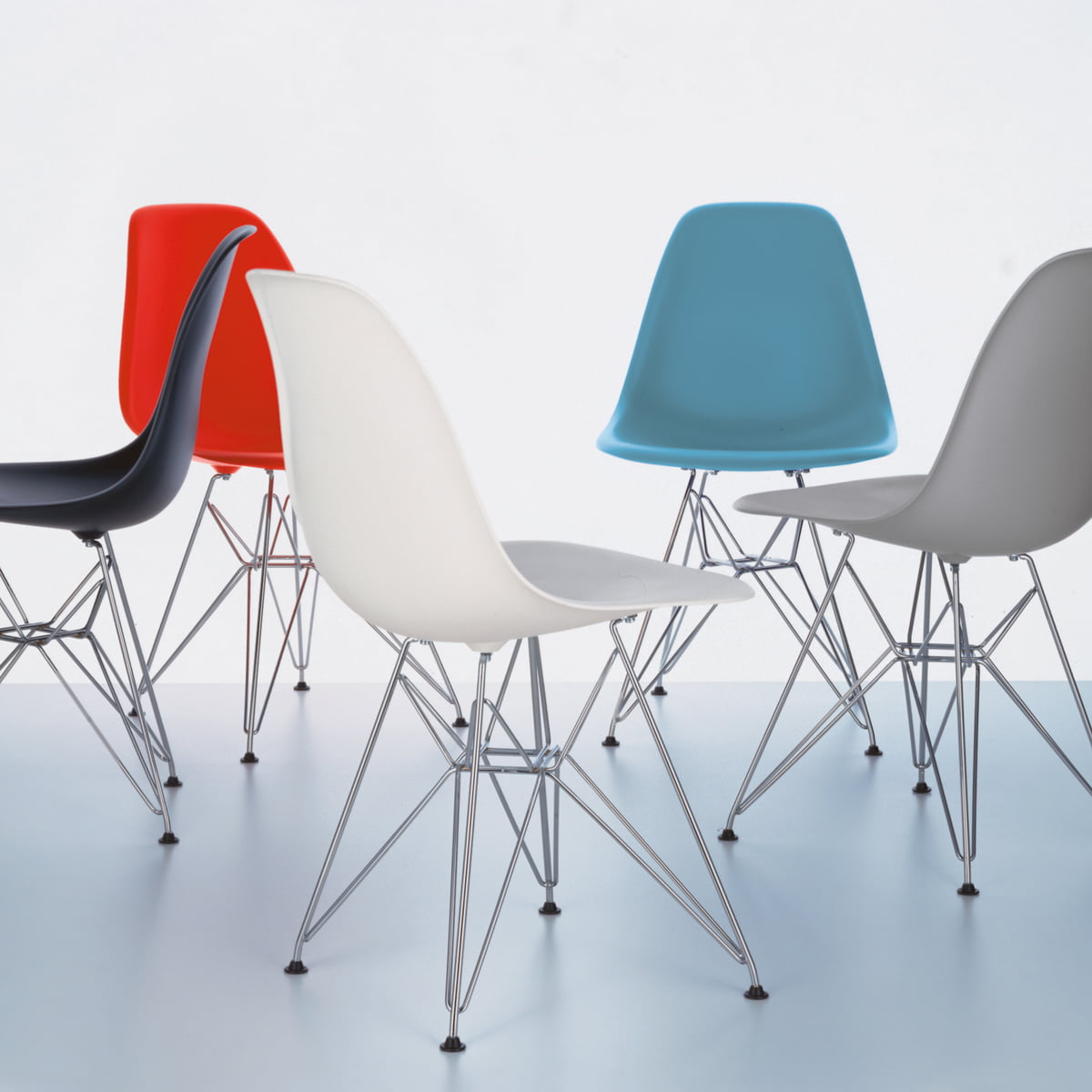 Eames plastic side chair dsr h 41 cm vitra for Eames design stuhl