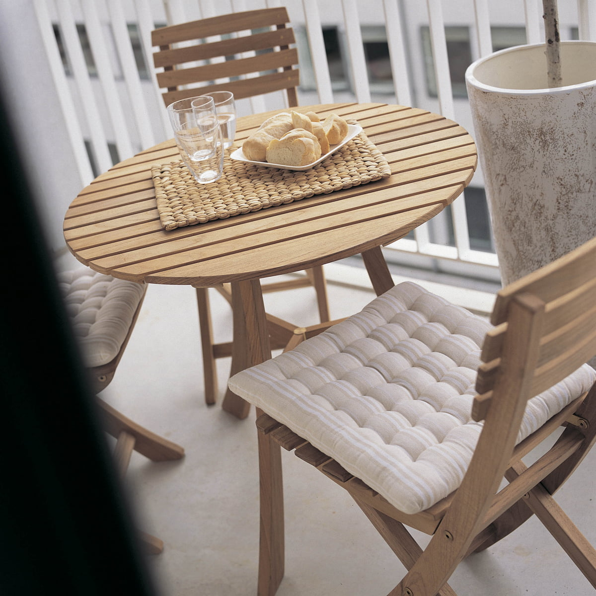 Space Saving Elegance With The Skagerak Vendia Table And Chairs
