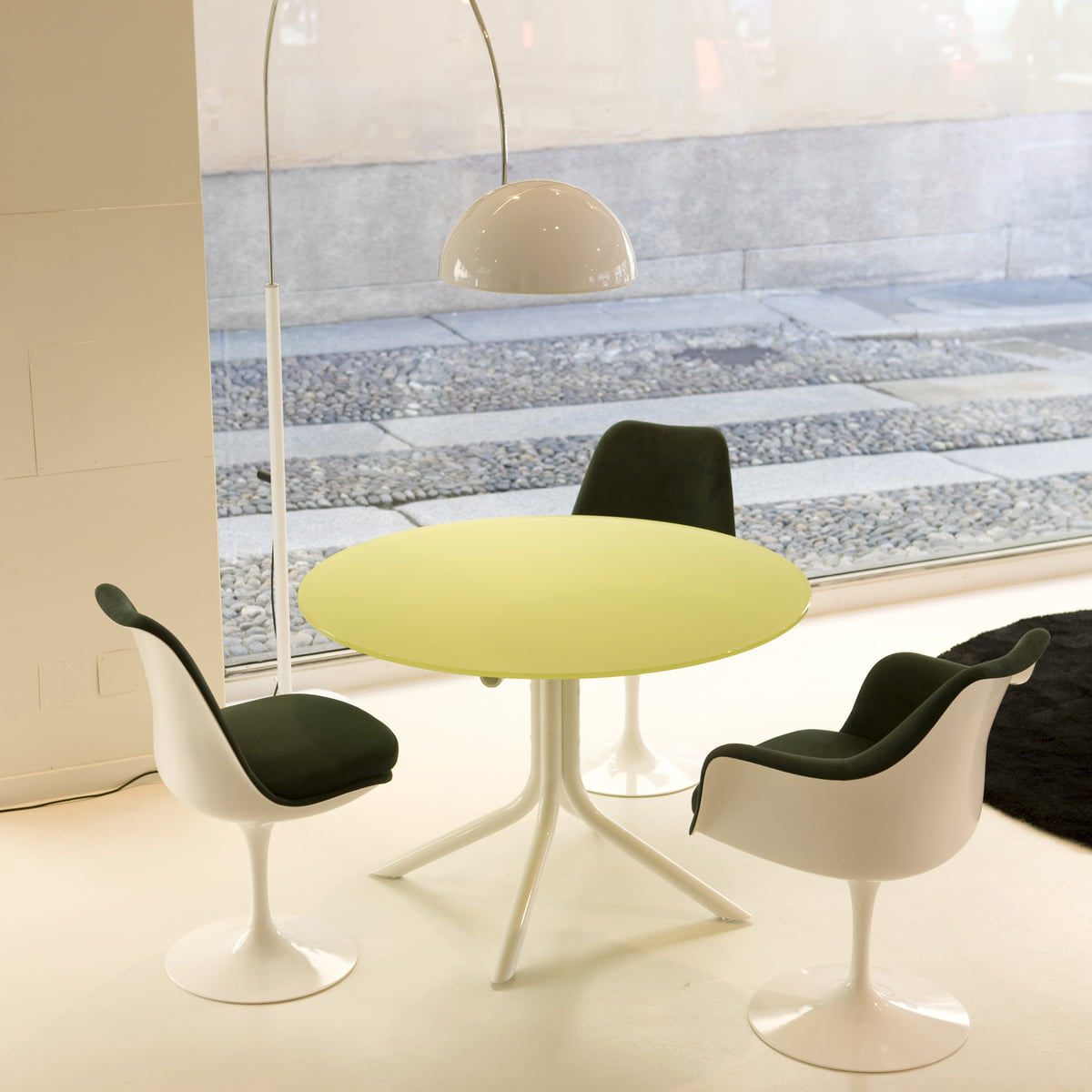 Saarinen tulip chair by knoll in our shop for 70 er jahre couch