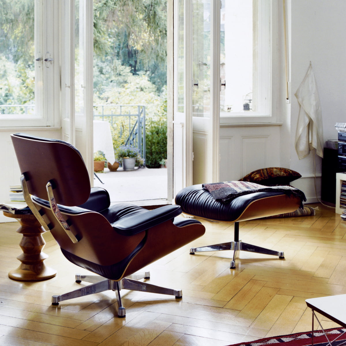 Eames lounge chair living room - Vitra Lounge Chair Ottoman Cherry Wood