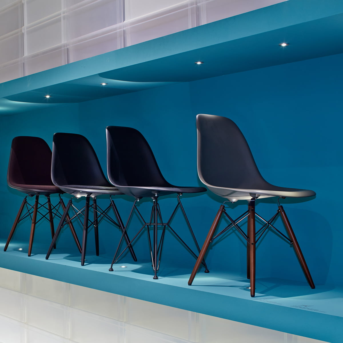 Eames plastic chairs all office - Vitra Eames Plastic Side Chair Dsw Group