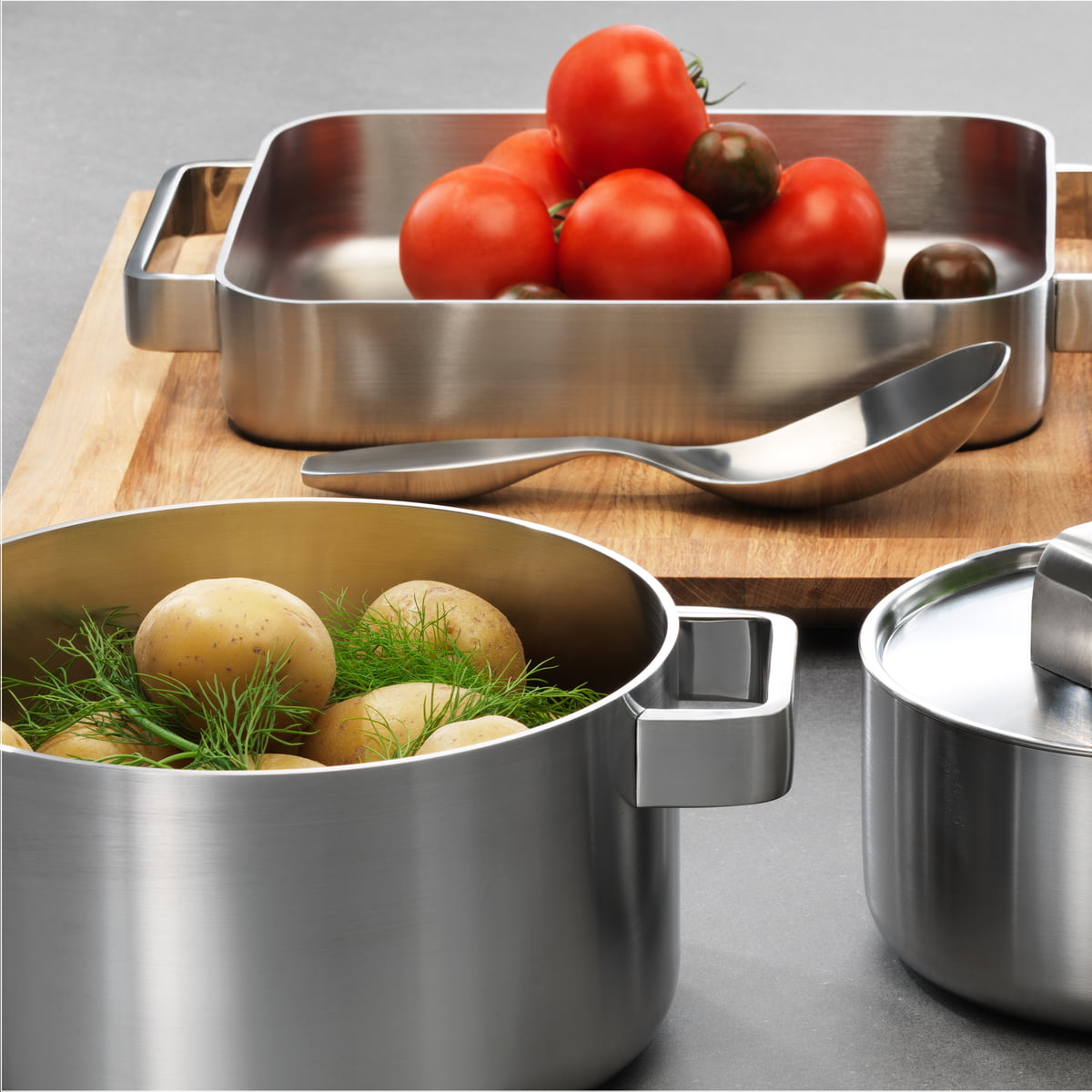 Tools Pots & Pans Set by Iittala | Connox Shop - Iittala, Tools Set ambience image with tomatoes