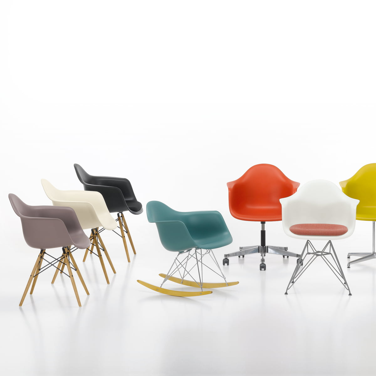 Eames plastic chairs all office - Vitra Eames Plastic Armchairs Group