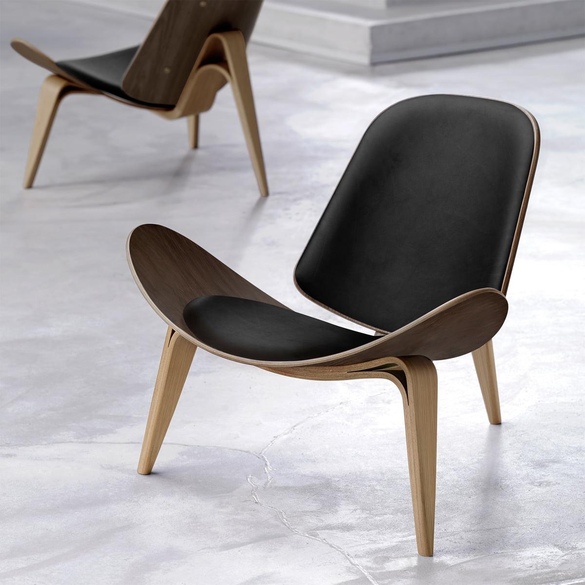 The ch07 shell chair by carl hansen for Schalenstuhl outdoor