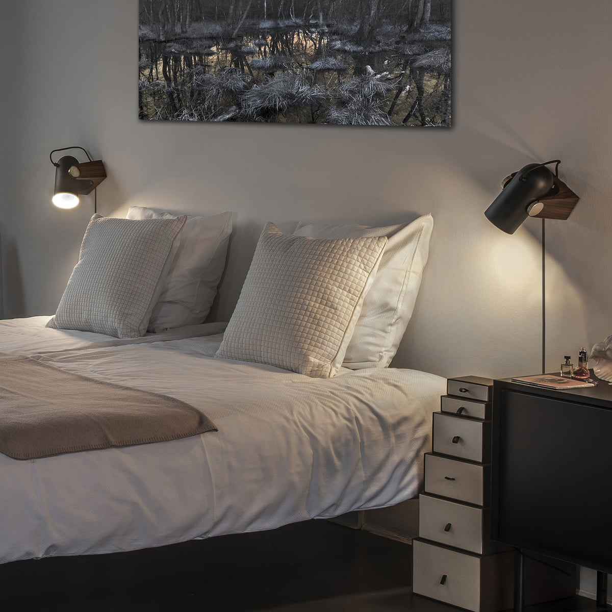 carronade table wall lamp by le klint. Black Bedroom Furniture Sets. Home Design Ideas