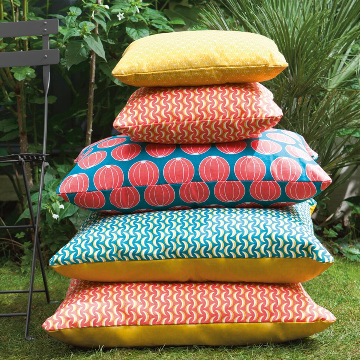 outdoor kissen wetterfest cushion bananes 44 x 44 cm by fermob outdoor sitzs cke online kaufen. Black Bedroom Furniture Sets. Home Design Ideas