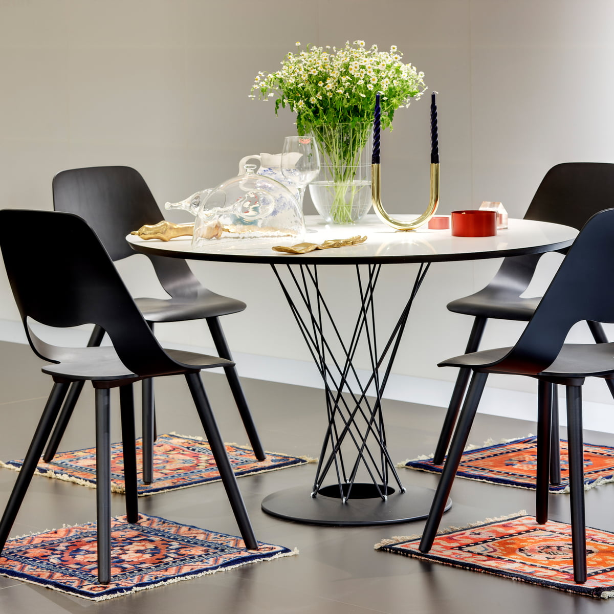 isamu noguchi dining table by vitra. Black Bedroom Furniture Sets. Home Design Ideas