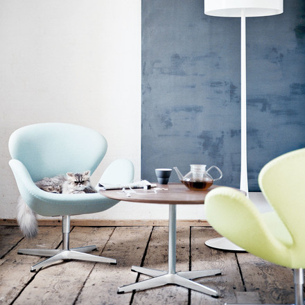 Fritz Hansen's Pedestal base table with Swan armchairs