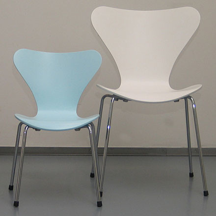 Fritz Hansen Serie 7 children's chair