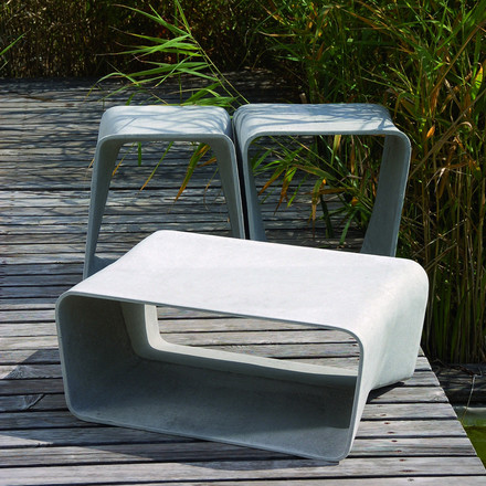 Outdoor concrete design: Eternit Ecal table and stools