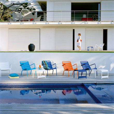 Fermob - Luxembourg Low Armchair, group at the pool with low table