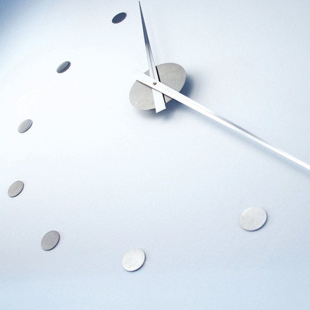 Flexible in its size - the flexible wall clock by Radius Design