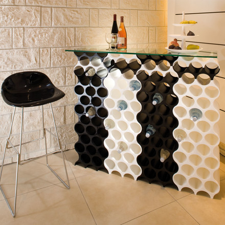 The Wine Rack Set Up by Koziol is a modular system that can be extended flexibly. That way black and white elements can be combined.