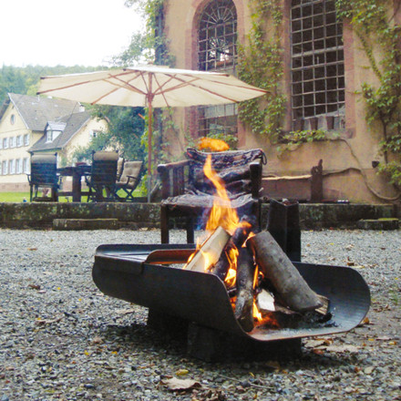 A symbiosis of a fire bowl and barbecue