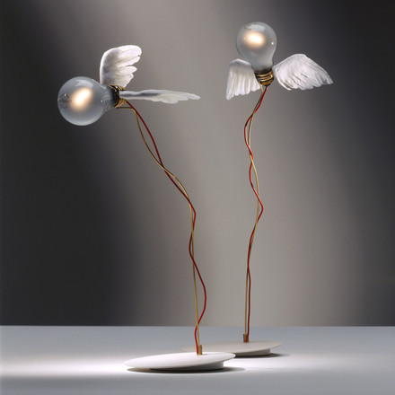 Flying Design enchants - Ingo Maurer Lucellino Table Lamp