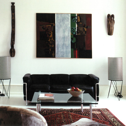 Pedrera floor lamp PD2, black, in the living room, besides a sofa