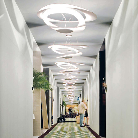 The Pirce Sospensione Halo pendant lamp in a hallway