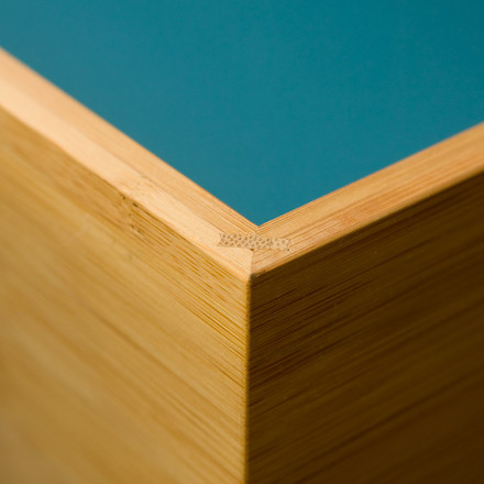 Detail view of the border and edge of the SJ Bookcase Set, designed by Sebastian Jørgensen. We do wood manufactures the SJ Bookcase Set of bamboo. The weightless wood doesn't only regrow fast, is stable and longevity, but it also absorbs much more CO2 than Nordic wood.