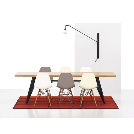Vitra - Eames Plastic Side Chair DSW: Group image with Potence lamp