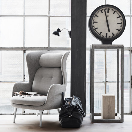 Fritz Hansen - Ro Armchair, light grey