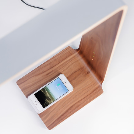 Led 8 table lamp by Tunto with groundbreaking Qi-Wireless charging technology