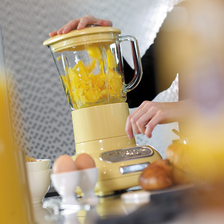 KitchenAid - Artisan blender with glass container, pastel yellow - atmosphere