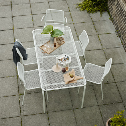 Mira table and chair group for the garden