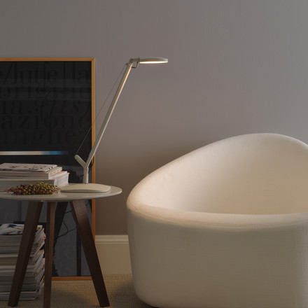 Relaxing reading with the Volée table lamp by FontanaArte