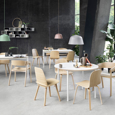 The white Muuto Base table with plywood edge is easily combinable with chairs by Muuto.