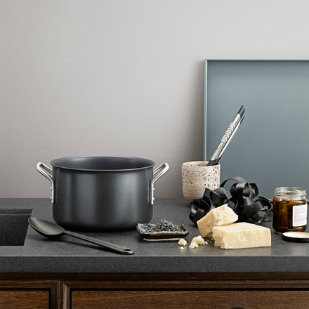 Black Line pot set by Eva Trio