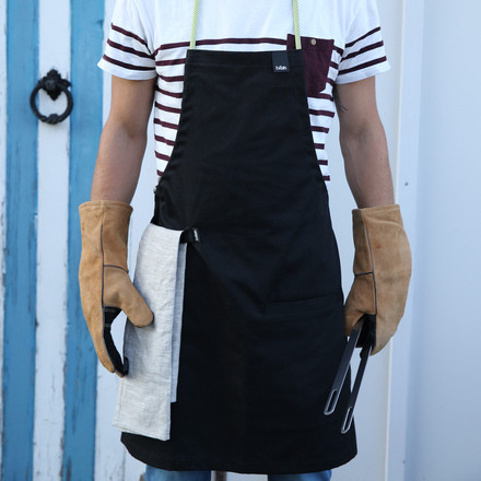 Apron, tongs and gloves from Höfats