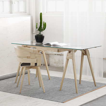 A desk that is easy to assemble