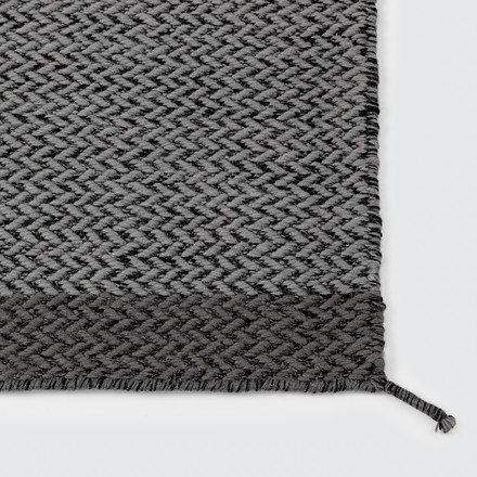 Muuto - Ply rug, dark grey