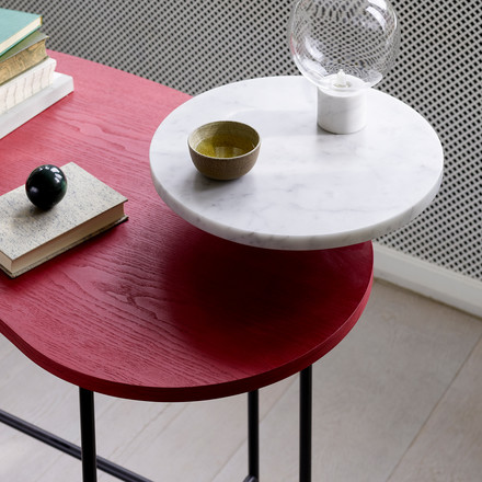 The &tradition - Palette Table JH9 in ash red / Bianco Carrara