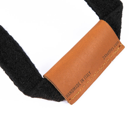Handy carrying strap made of leather