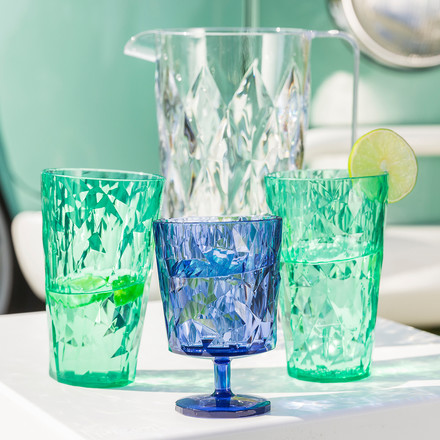 Glasses and carafe of the Koziol Crystal collection in different colours